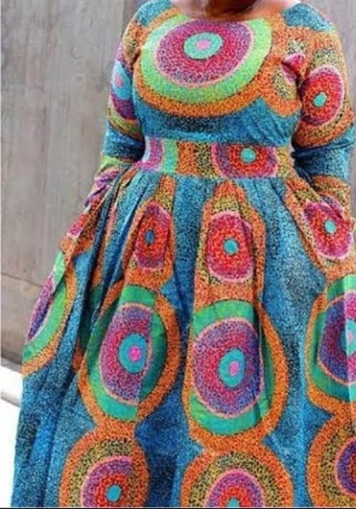 لباسی با نقش های بزرگ