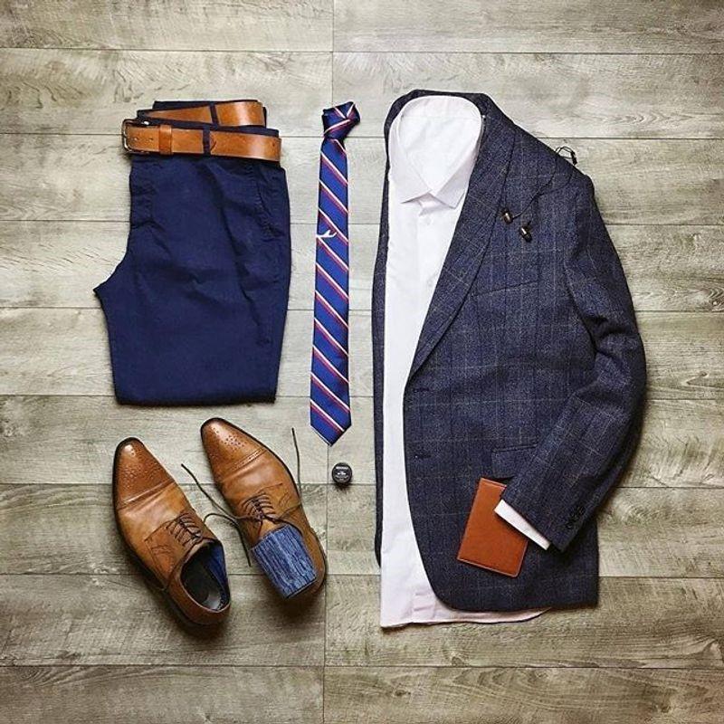 برای ست کردن کمربند با کت شلوار, کفش و کمربند مردانه باید در یک طیف رنگی باشد