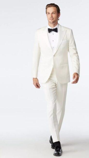 پارچه های ساده انتخابی مناسب برای کت شلوار سفید رنگ